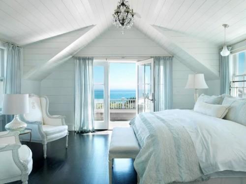 Великолепная спальня с балконом открывающая вид на пляж