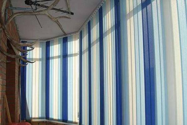 Жалюзи вертикальные на балкон