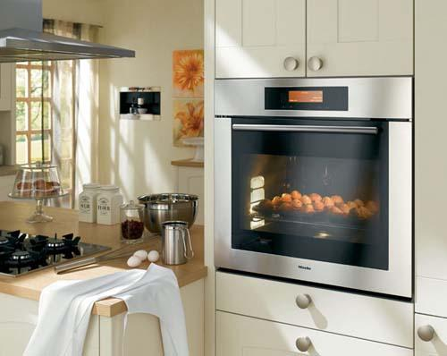 Встроенная в шкаф микроволновая печь и духовой шкаф