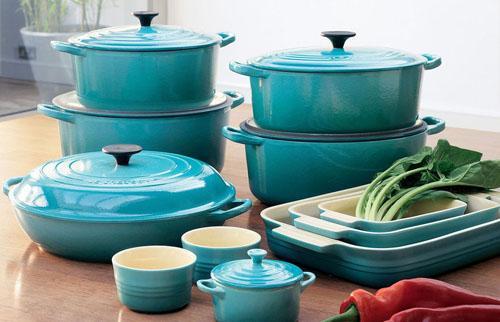 Модная кухонная посуда и техника.
