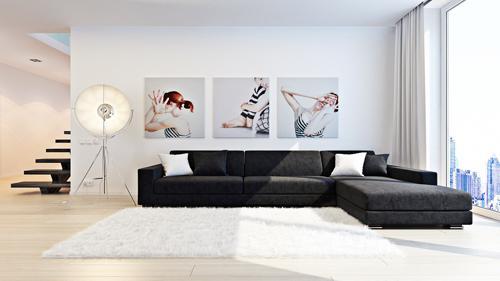 Большая гостиная с белыми стенами и картины на них.