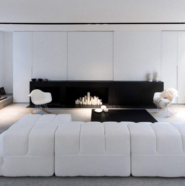 Минималистский дизайн гостиной дизайн черно-белый интерьер белый модульный диван современный камин
