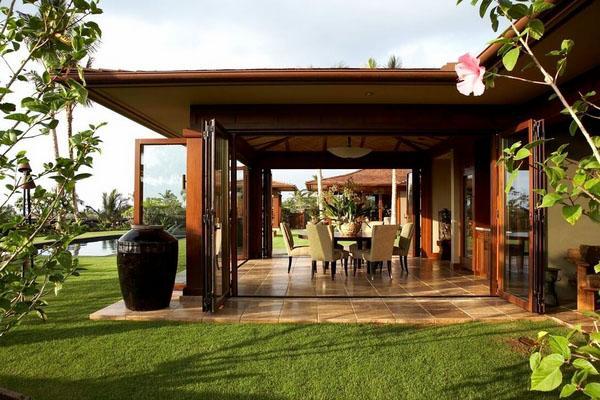 Крытая открытая площадка - тропический декор в стиле lanai.