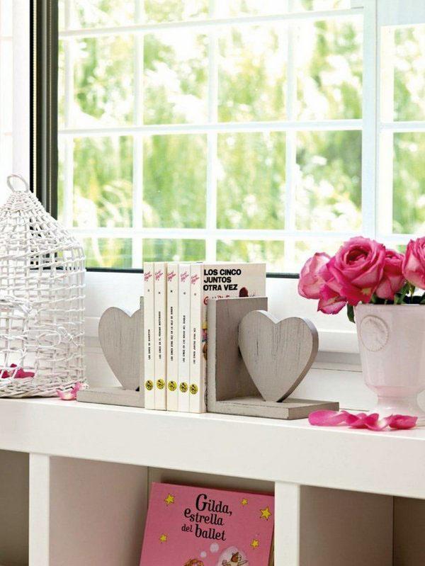 Идеи украшения пространство для хранения, розы, книги.