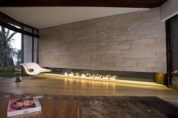 Современный дизайн линейного камина