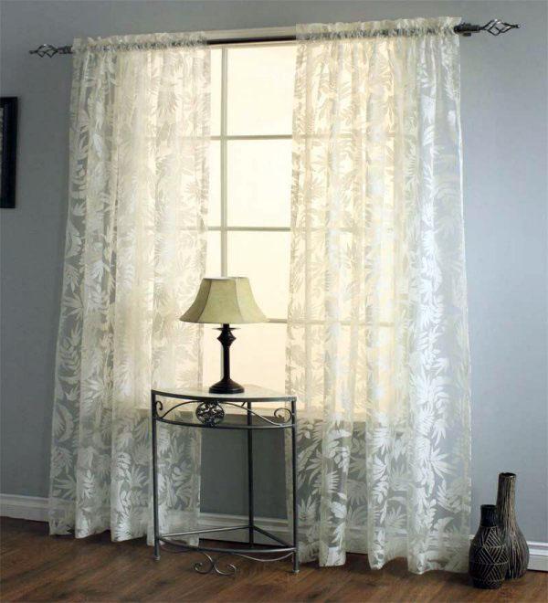 Выберите правильные шторы для гостиной прозрачной