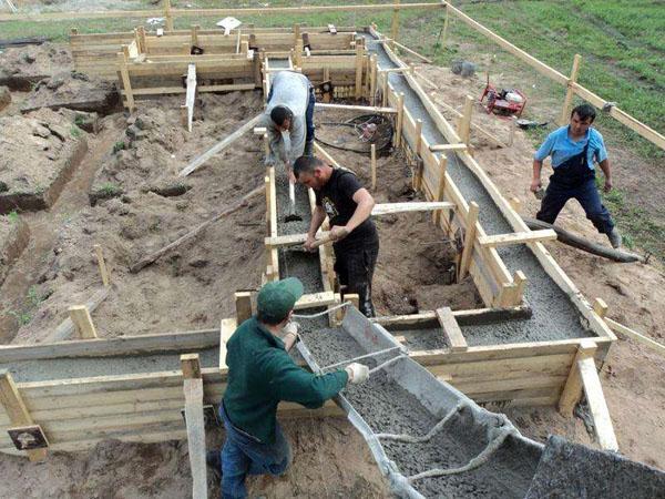 Заливаем фундамент бетоном