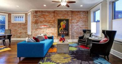 Открытая кирпичная стена в жилых комнатах