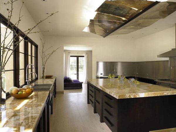 Роскошные кухни минималистские идеи дизайна белая кухня черная стена акцента