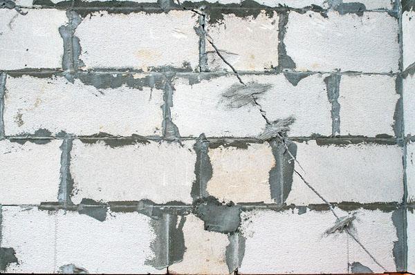 Отсутствие арматуры в стенах