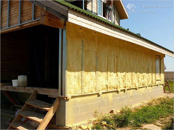 сборка экологичного дома из профилированного бруса