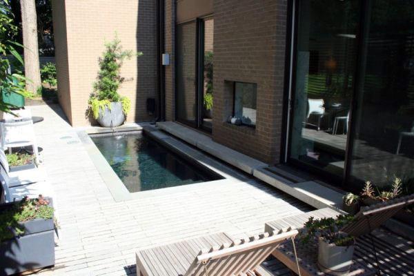 Современная домашняя уличная мебель для бассейна.