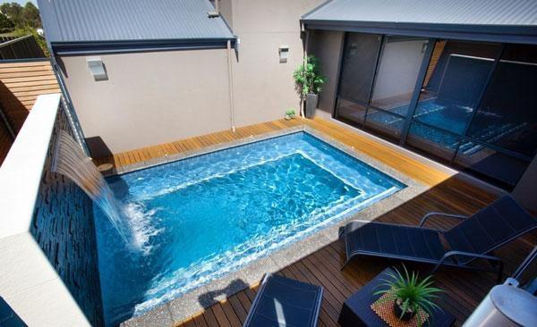 Небольшой бассейн.