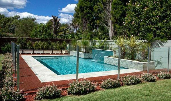 Стеклянный бассейн, современный дизайн, садовый декор.