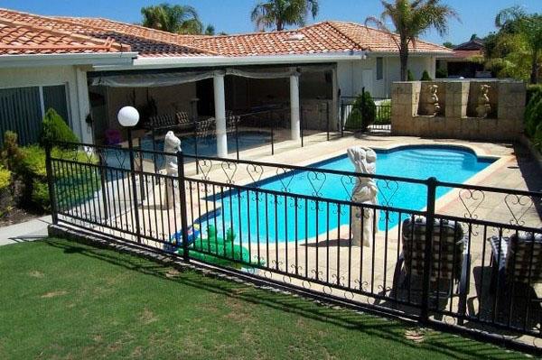 Идея ограждения бассейна, дизайн, декор.