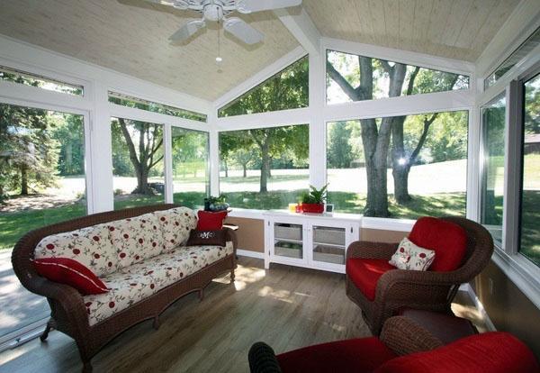 Современные солярии дизайн интерьера идеи полосатые кресла оттоманки Максимальное использование доступной жилой площади.