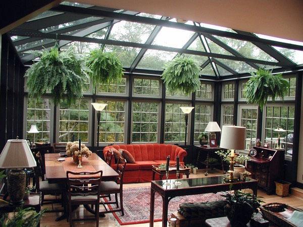 Дизайн интерьера солярия красные стеклянные стены и крыша дивана.