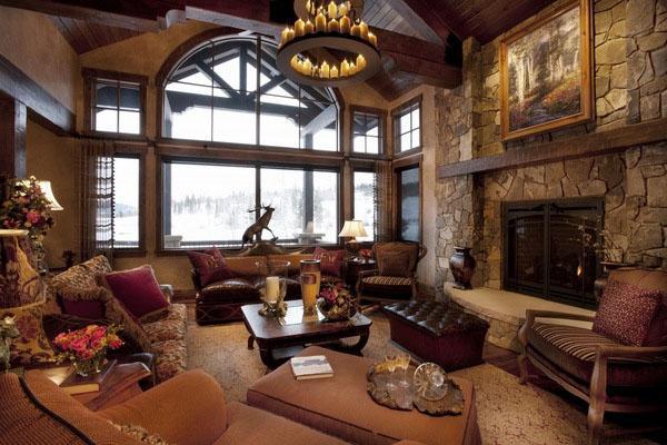 бревенчатый домик-декор-идеи Рустик-гостиная-коричнево-диваны-люстра