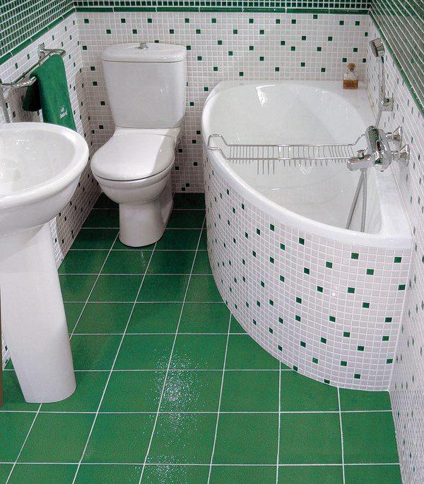Крошечная косметика ванной перед фотографиями