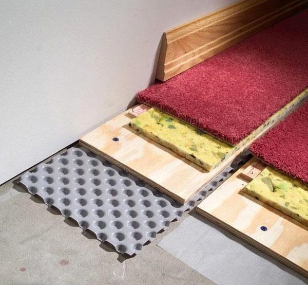 Подвальное напольное покрытие ковровое покрытие.