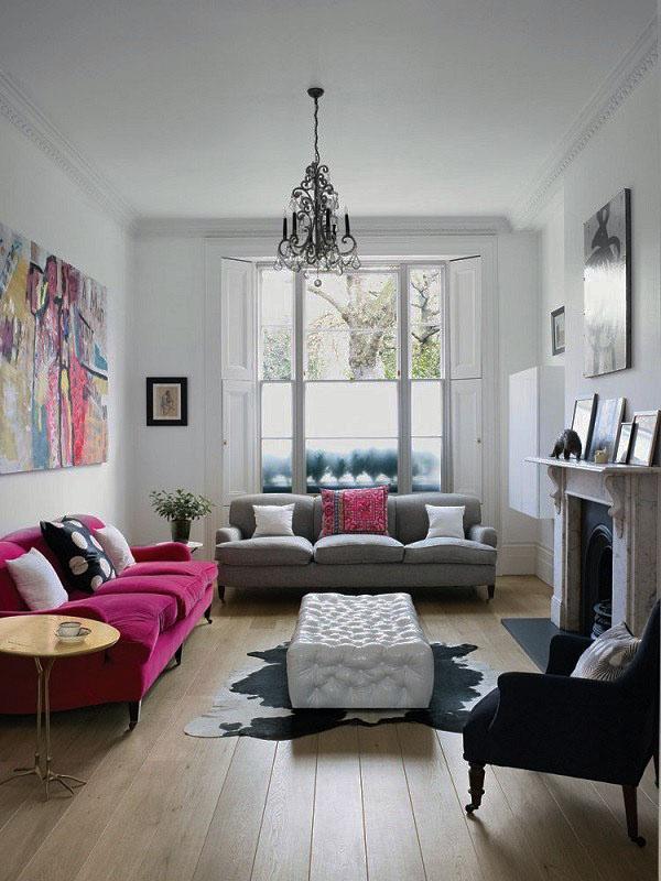 Небольшая мебель, серый и фиолетовый кожаный диван.