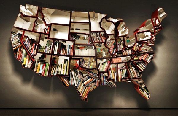 Книжная полка в форме Соединенных Штатов Америка. Много книжных полок и уникальный неповторимый дизайн.