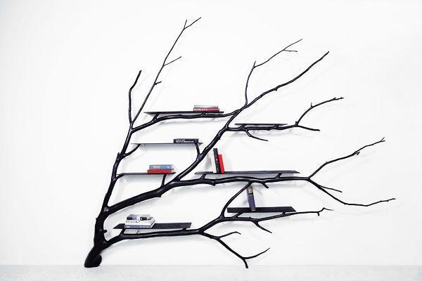 Книжная полка в форме ветвей дерева.