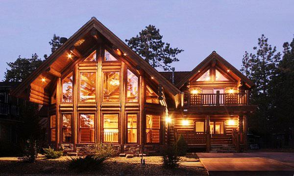 Идеи ландшафтного дизайна для внешнего дизайна домов из бревенчатых домиков.