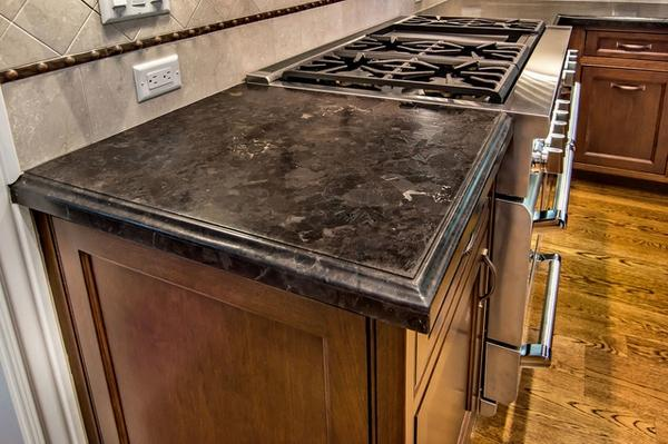 выдержанные столешницы современная кухня антикварные шкафы