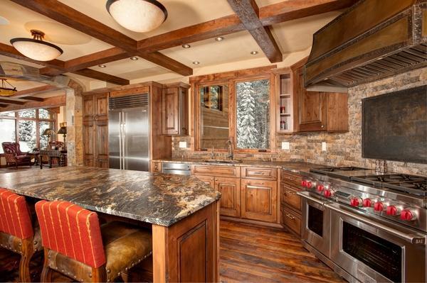 гранитные кухни острова идеи деревянные шкафы
