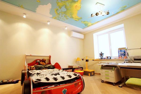 Современная детская комната, идея карта мира.