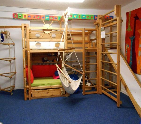 Современная детская кровать.