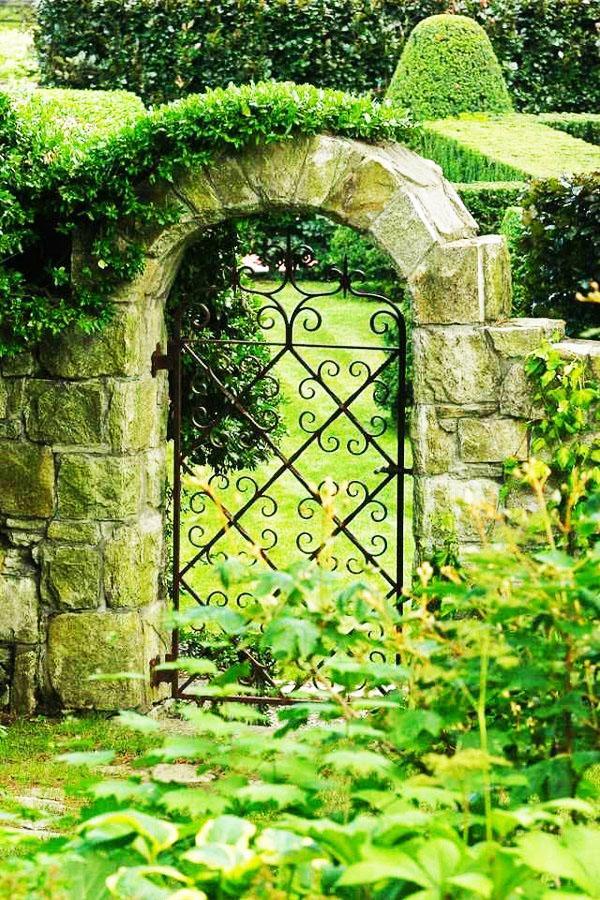 Функции и характеристики садовых ворот.