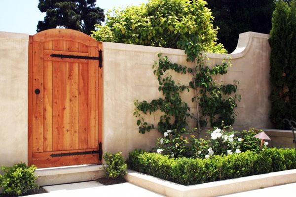 Садовые ворота для дома