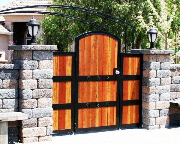 Отличные деревянные ворота фото