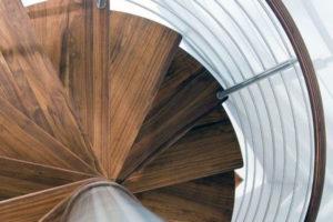Винтовые лестницы для наружного и внутреннего применения 25 фото.