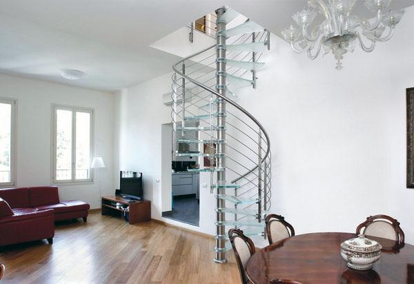 Современная лестница из стали и стекла