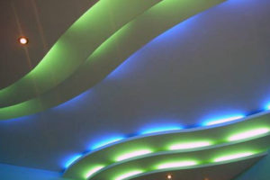 Интересные идеи для подвесных потолков — 25 фото.