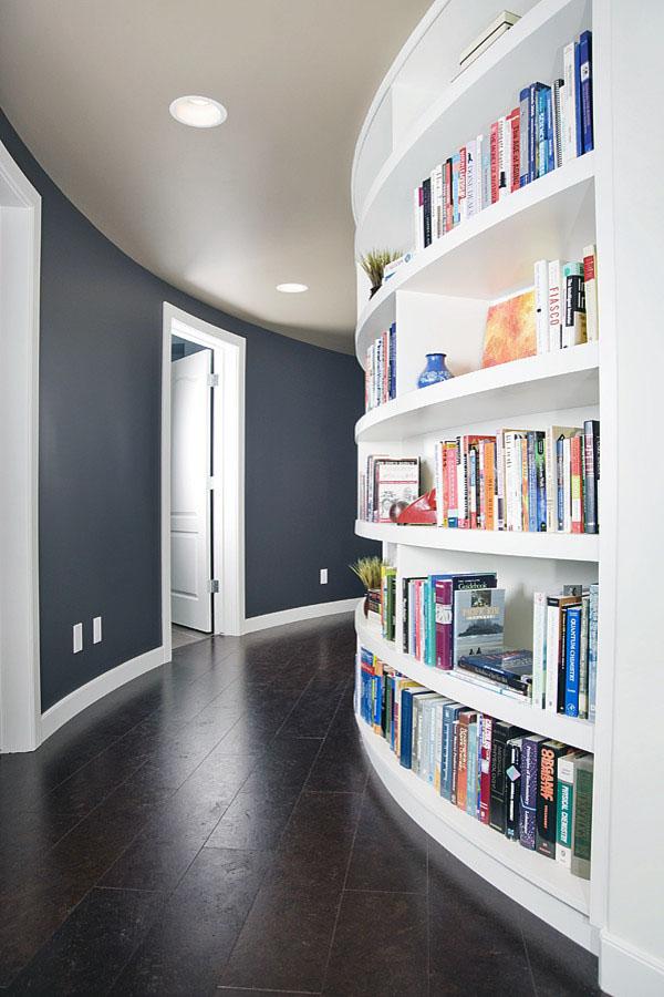 Пробковый пол идеально подходит для современных домов.