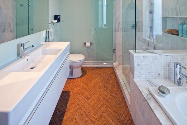 Качества этого дуба делают его идеальным для ванных комнат.