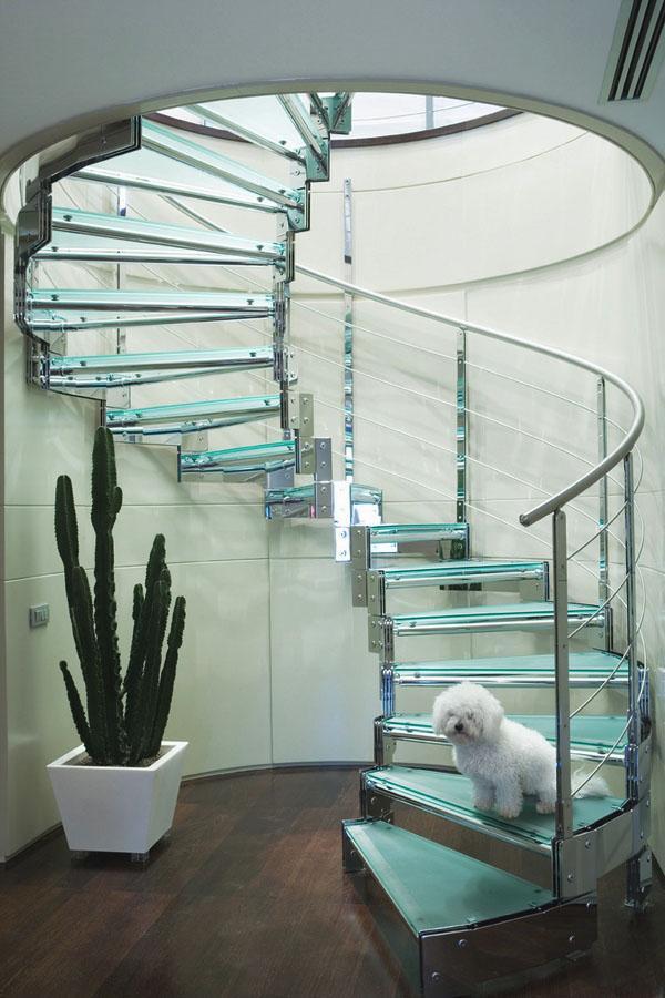 Уникальные стеклянные лестничные конструкции