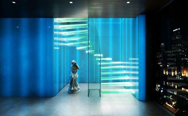 стеклянные лестничные конструкции с подсветкой
