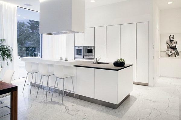 мраморная плитка, декор идеи минималистской кухни в белых тонах