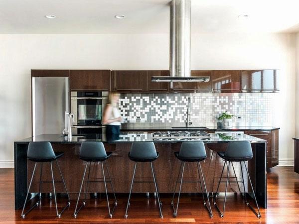 Серебряная черепица в интерьере кухни