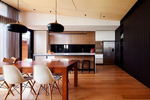 Черная акцентная стенана кухне
