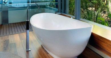 Как деревянный пол смотрится в ванной