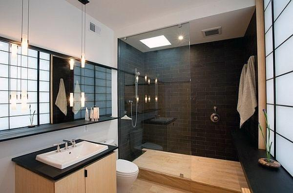Контраст между деревянной и черной плиткой