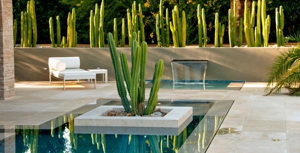 Прекрасная идея для украшения сада