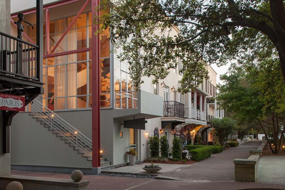 Экстерьер трехэтажного загородного дома во Флориде