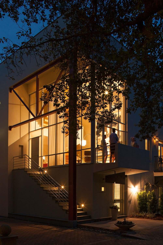 Экстерьер трехэтажного загородного дома во Флориде2